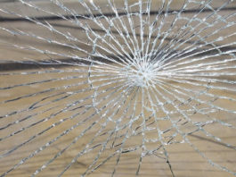 How-to-remove-broken-glass
